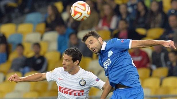 Bruno Gama, au duel avec Hernanes en Europa League - Source [4]