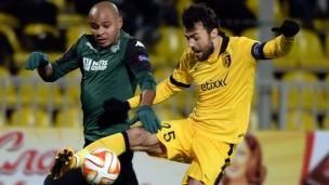 Ari à la lutte avec Baša en Europa League - Source [2]