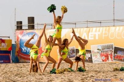 Девушки в пляжном футболе